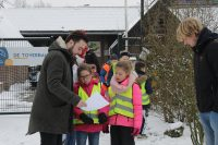 Scouting Schijndel - Oudste scouts vermaken jongste leden in de sneeuw 1